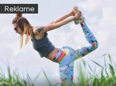 Kvinde i yogatøj